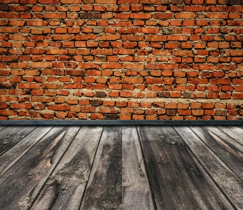 Leerer Raum mit Wand und Bretterboden des roten Backsteins stockbild