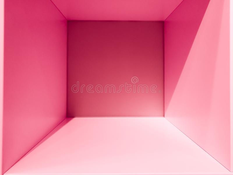 Leerer rosa Steigungsraumraum, Innen für Design und Dekoration - abstrakter Hintergrund quadratischer Kasten mit leerem innerem R stockfotos