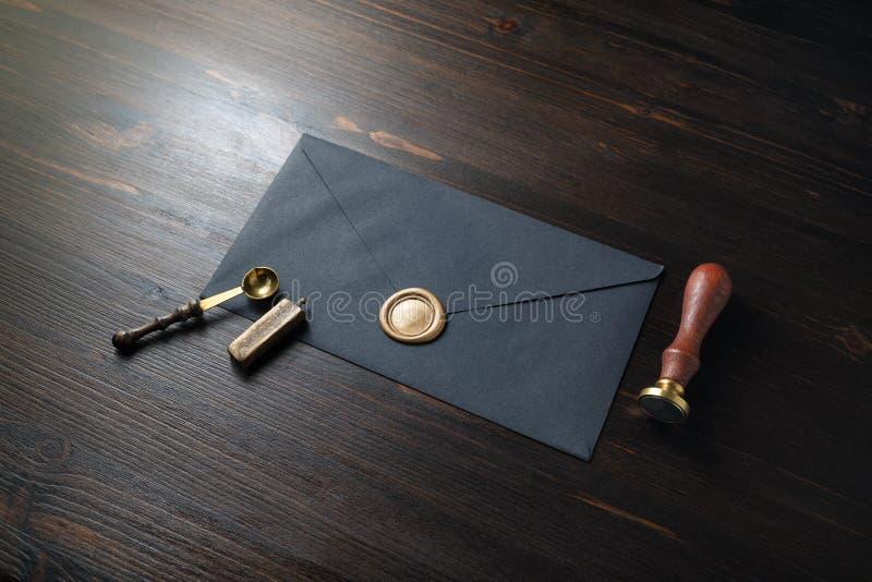 Leerer schwarzer Umschlag stockfotos