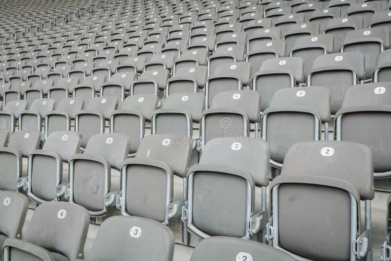 Leerer Sitz im Stadion lizenzfreie stockfotos