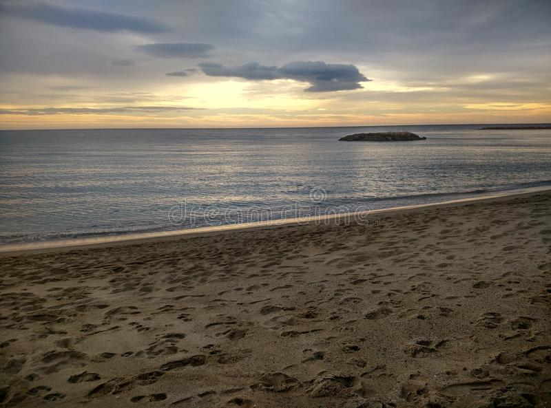 Leerer Strand in Cambrils Spanien lizenzfreies stockbild