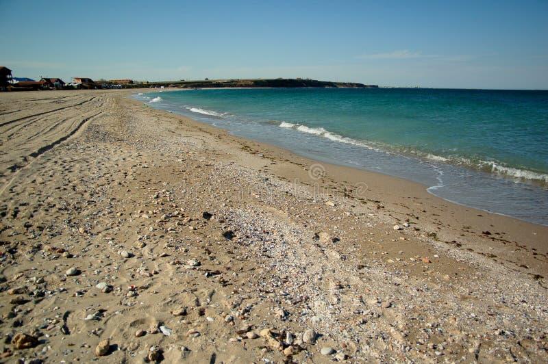 Leerer Strandsand der Seeseite stockfotos