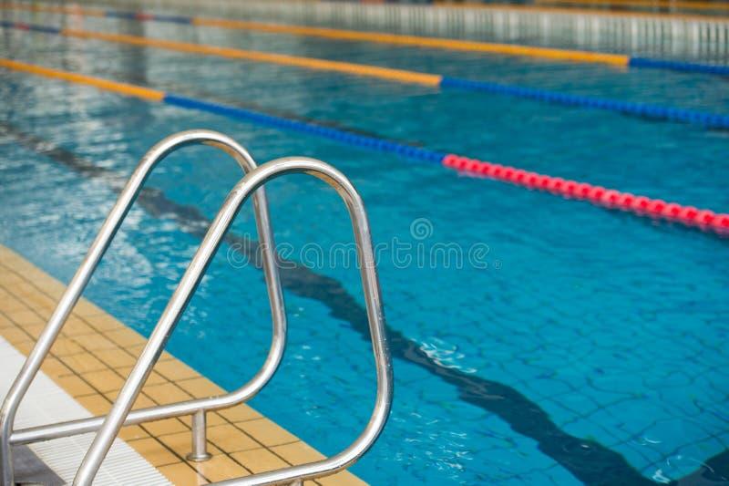 Leerer Swimmingpool stockfoto