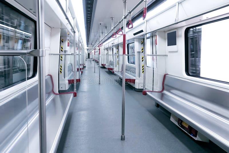 Leerer U-Bahnauto-Wagenzuginnenraum stockfoto