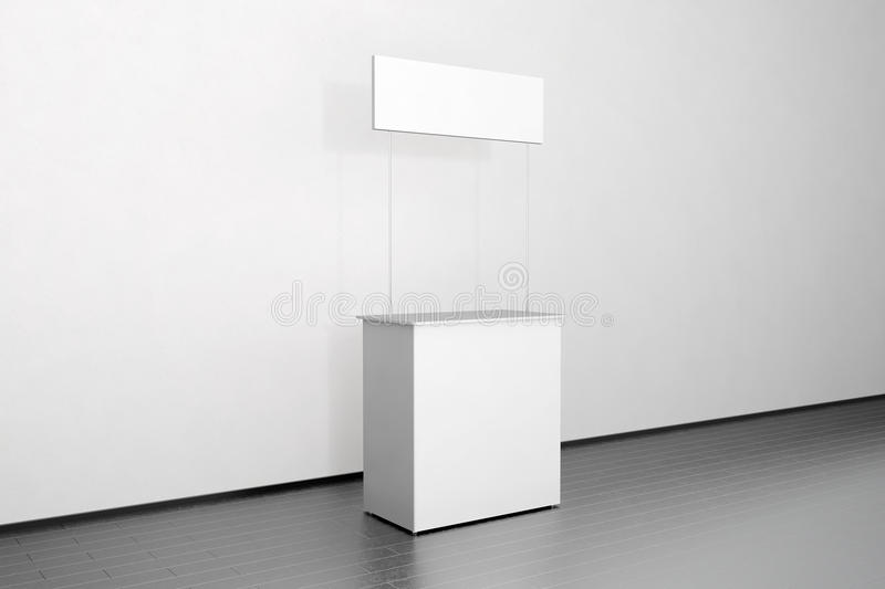 Leerer weißer Promozähler-Modellstand nahe der Wand, Seite stockbild