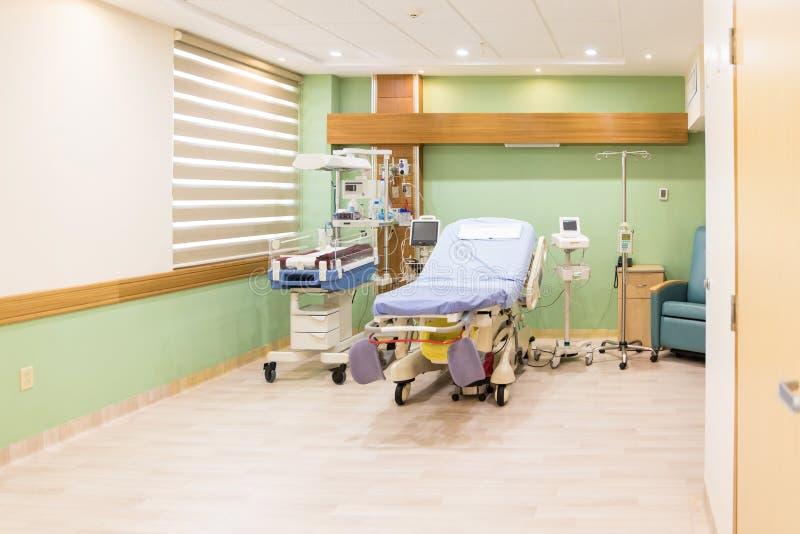 Leeres Bett in der Entbindungsstation an einem Krankenhaus stockfotos