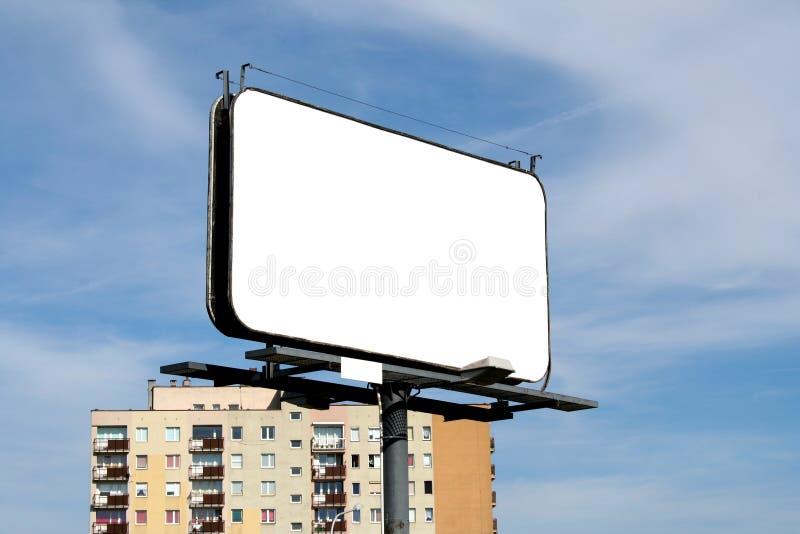 Leeres bilboard in einer städtischen Ansicht stockfoto