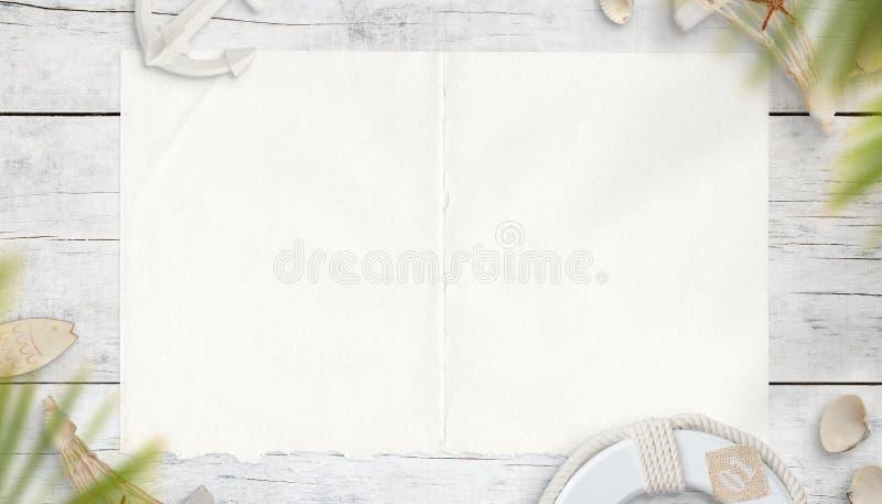 Leeres Blatt Papier umgeben durch Seesachen Modellschablone für Karte, Text oder Logo lizenzfreie stockfotos