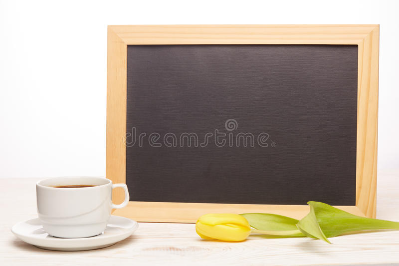 Download Leeres Brett, Blumen Und Tasse Kaffee Stockfoto - Bild von hintergrund, konzept: 90232440