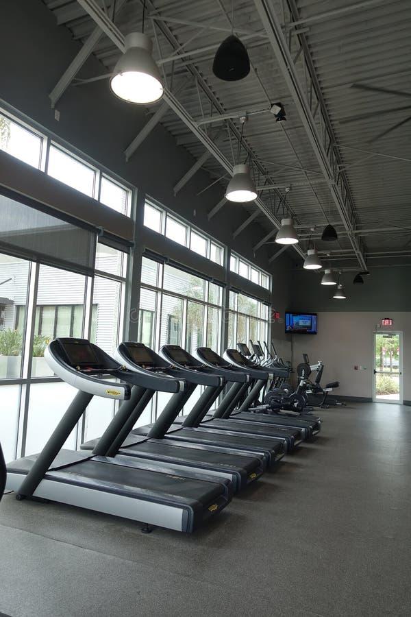 Leeres Fitnessstudio im März lizenzfreies stockbild