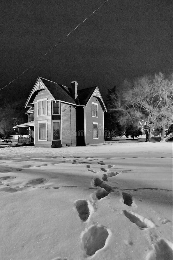 Leeres Haus, das dort lebte stockbild