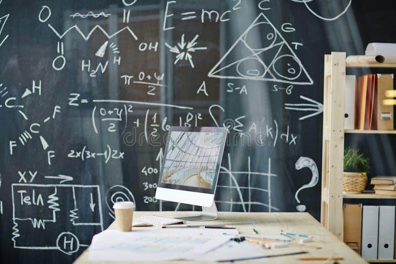 Leeres Klassenzimmer im College lizenzfreie stockbilder