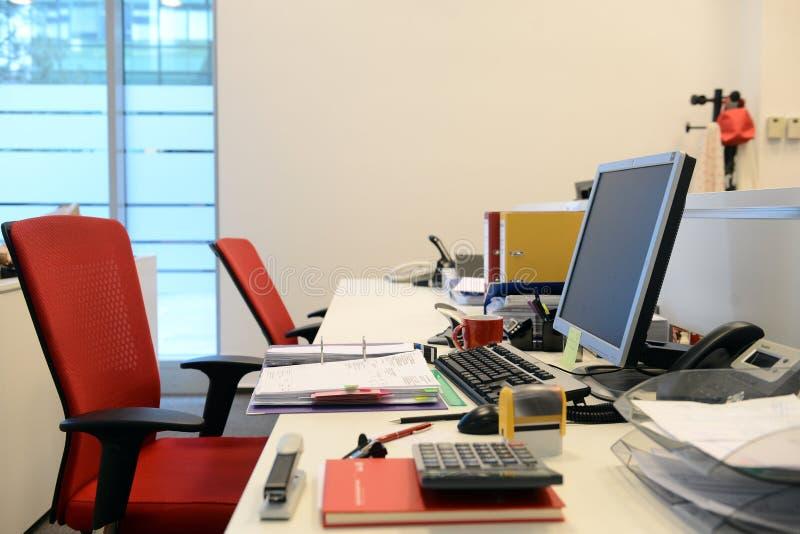 Leeres Schreibtischbüro lizenzfreies stockbild