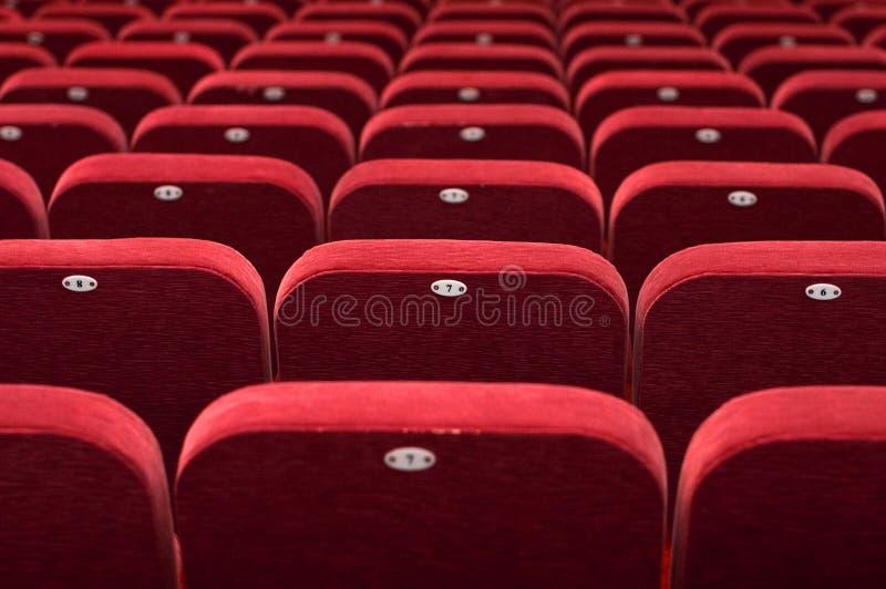 Leeres Theaterauditoriumskino oder -Konferenzsaal stockbild