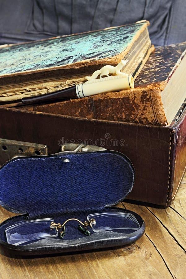 Download Leerkoffer met oude boeken stock foto. Afbeelding bestaande uit dier - 54084906