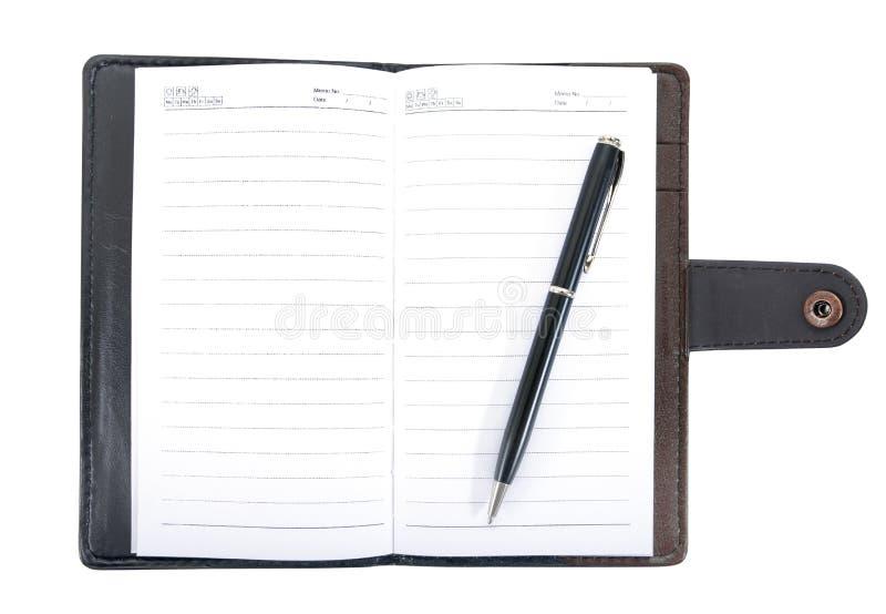 Leernotitieboekje dat met pen uitstekende stijl wordt geopend die op witte achtergrond wordt geïsoleerd Leernotitieboekje met geï stock afbeeldingen