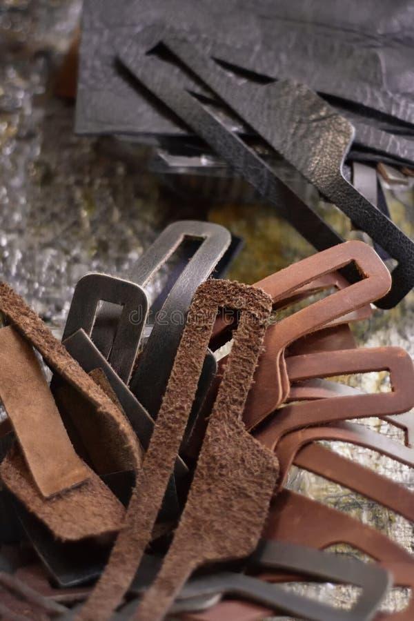 Leerstukken op de werkbank Leathercraft royalty-vrije stock fotografie