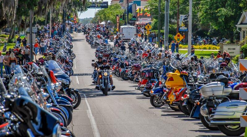 Leesburg, Flórida, está cheia de motociclistas para Leesburg Bikefest imagens de stock