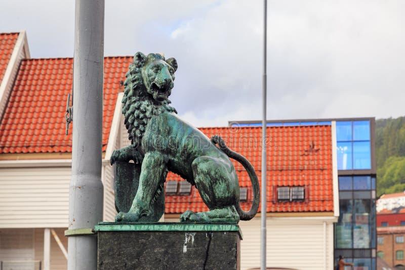 Leeuw bij de vissenmarkt, Bergen royalty-vrije stock afbeeldingen