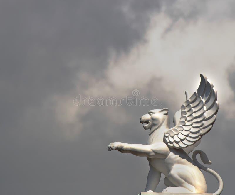 Download Leeuw met vleugels stock foto. Afbeelding bestaande uit beeldhouwwerk - 29508680