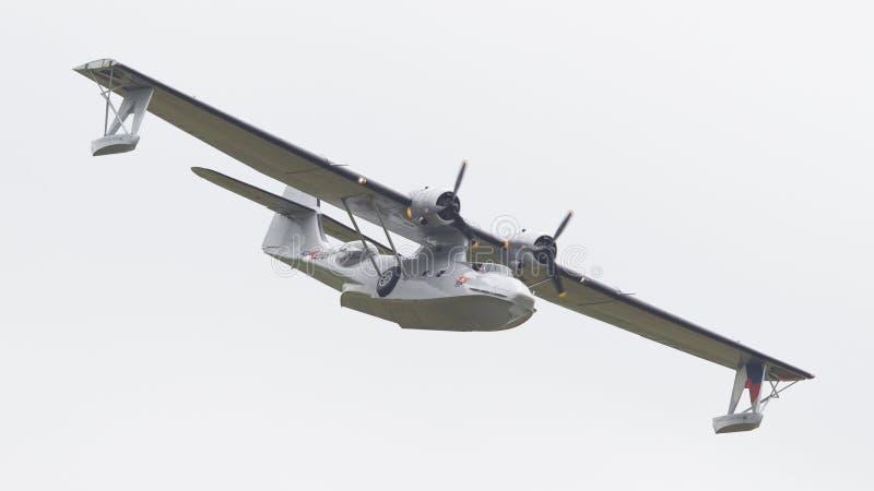 LEEUWARDEN, holandie - CZERWIEC 11: Konsolidujący PBY Catalina wewnątrz obraz stock