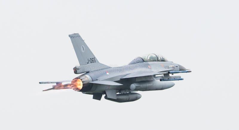 LEEUWARDEN, LOS PAÍSES BAJOS - 11 DE JUNIO DE 2016: Caza F-16 holandés j fotos de archivo