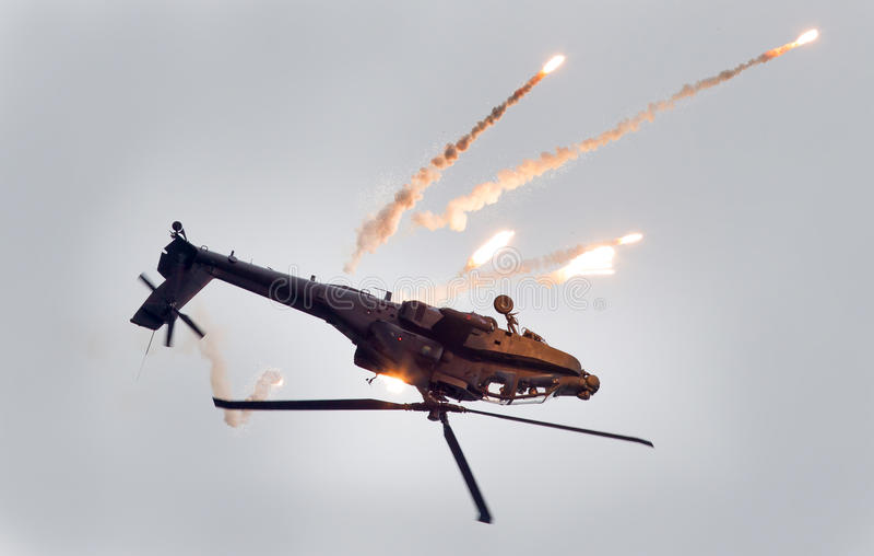 LEEUWARDEN NEDERLÄNDERNA - JUNI 11, 2016: Boeing AH-64 Apache fotografering för bildbyråer