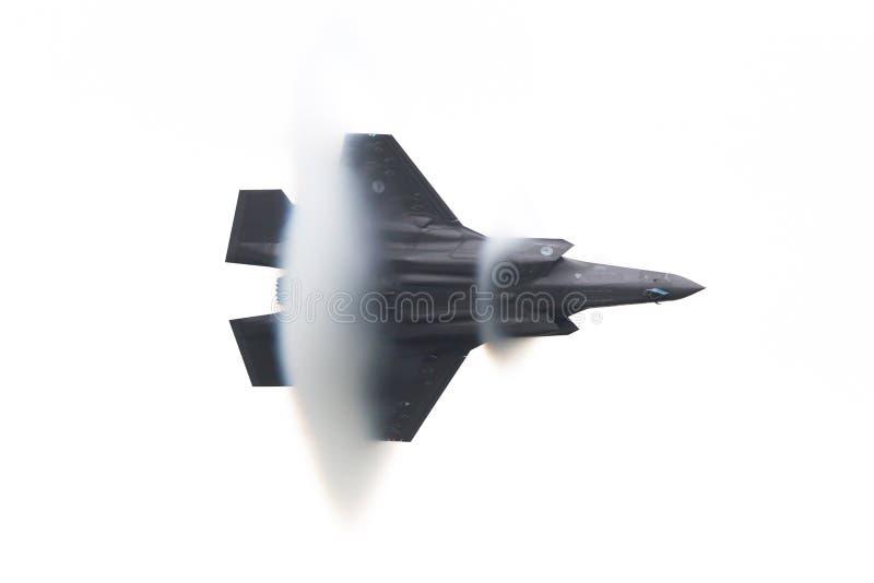 LEEUWARDEN NEDERLÄNDERNA - JUNI 11, 2016: Holländsk blixt F-35 arkivbild