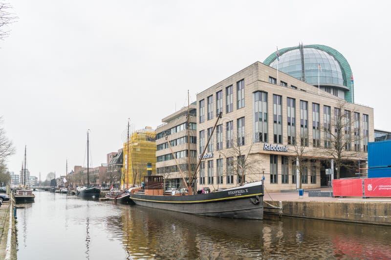 Leeuwarden, os Países Baixos, o 14 de abril de 2018, barcos no Willems imagens de stock