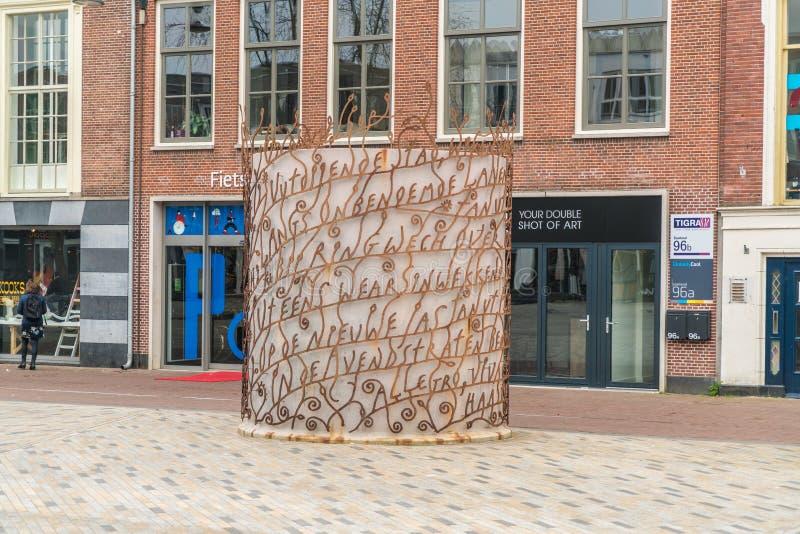 Leeuwarden, os Países Baixos, o 14 de abril de 2018, coluna dos poemas no fotografia de stock royalty free
