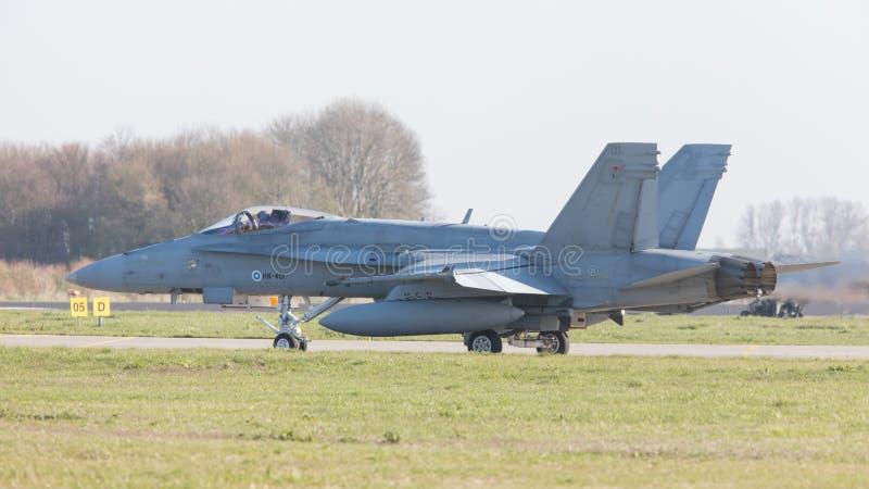 LEEUWARDEN, PAYS-BAS - 11 AVRIL 2016 : L'Armée de l'Air F-18 de finition image stock