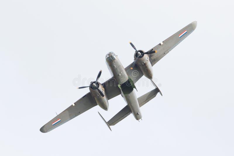 LEEUWARDEN, PAYS-BAS - 10 JUIN : Bombardier de WW2 B-25 Mitchell photo libre de droits
