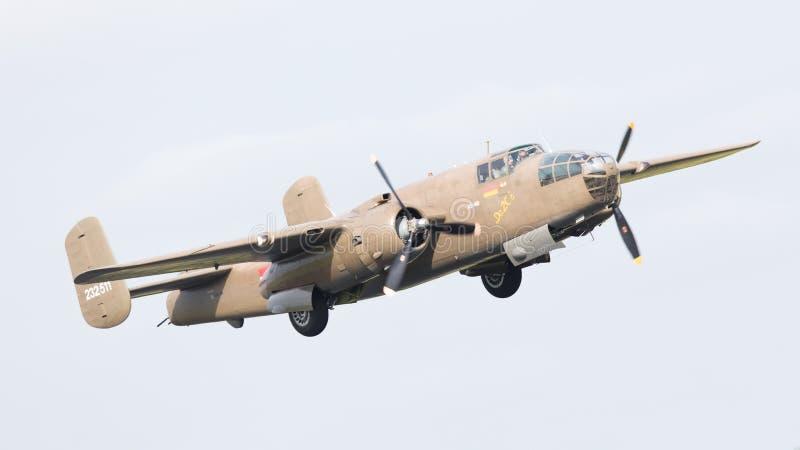 LEEUWARDEN, PAYS-BAS - 10 JUIN : Bombardier de WW2 B-25 Mitchell images libres de droits