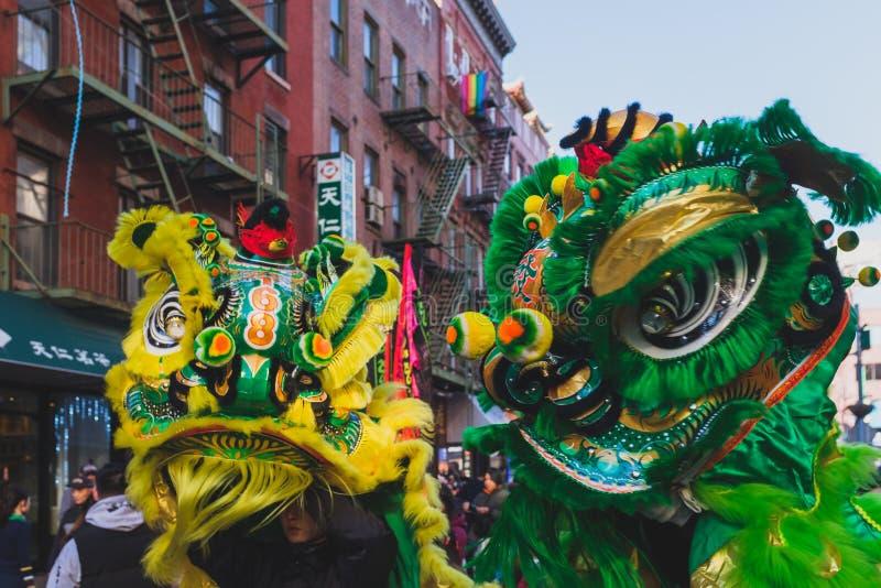 Leeuwdans performace in straten royalty-vrije stock foto's