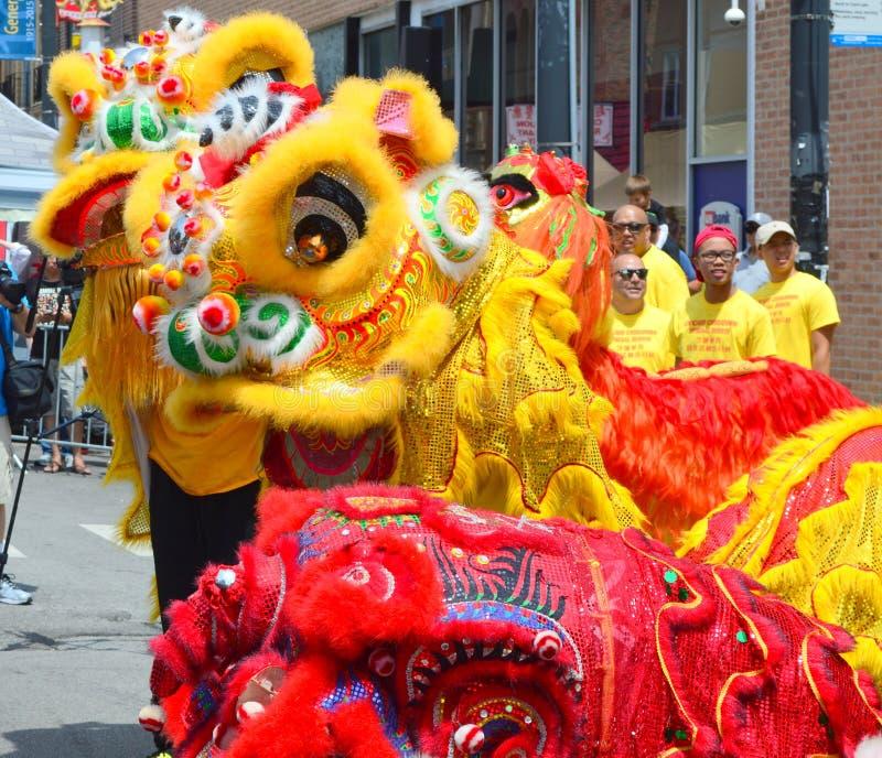 Leeuwdansers bij de Markt van de Chinatownzomer royalty-vrije stock foto
