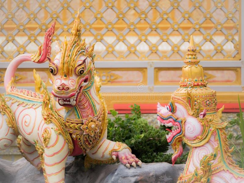 Leeuwenengel van Himmapan-Paradijs in het Koninklijke Crematorium royalty-vrije stock foto