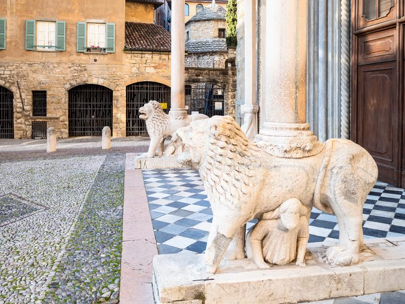 Leeuwenportiek van Basiliekdi Santa Maria Maggiore royalty-vrije stock fotografie