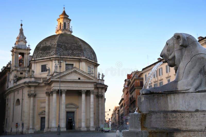 Leeuwfontein in Piazza del Popolo in Rome, Italië stock foto's