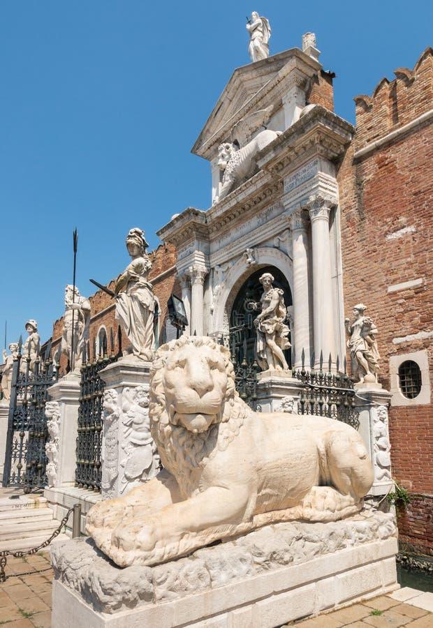 Leeuwstandbeeld bij het Venetiaanse Arsenaal, Venetië, Italië royalty-vrije stock foto