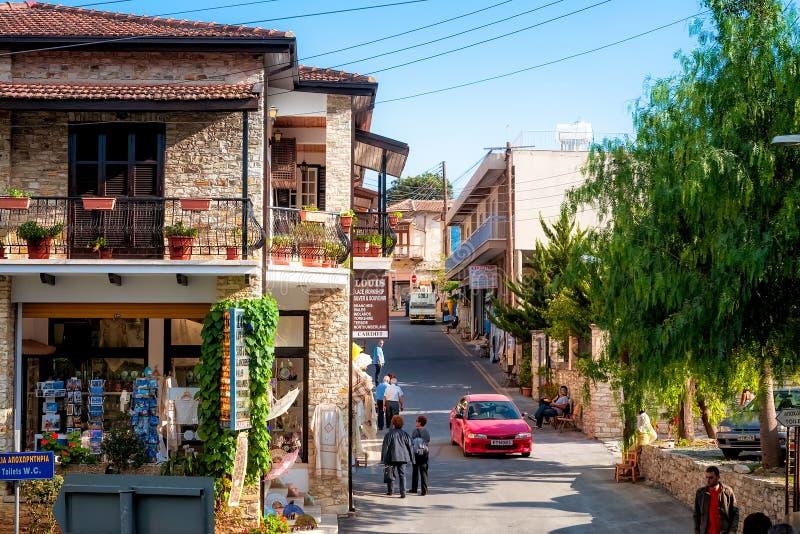 LEFKARA CYPR, PAŹDZIERNIK, - 15, 2011: Widok nad główną ulicą obrazy stock