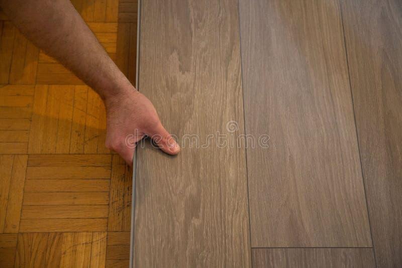 Leg vinylvloer op parketvloer royalty-vrije stock afbeelding