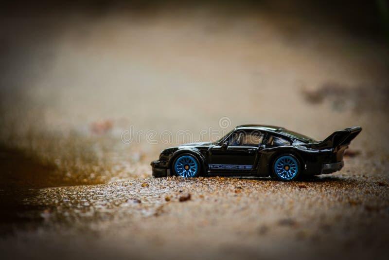 Lega alla moda del blu di Porsche Toy Car Hot Wheels With del nero di sport immagine stock libera da diritti