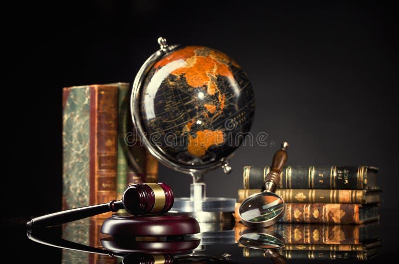 Legalny biuro Sędziego ` s młoteczek i prawo książki obraz stock