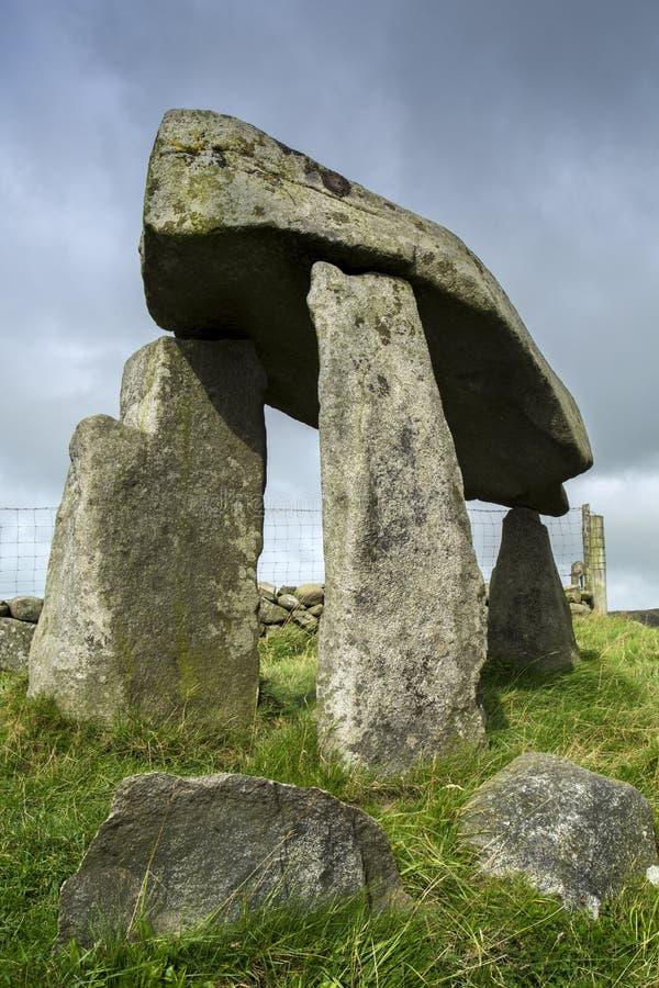 Legananny-Dolmen eine irische Megalithenstruktur lizenzfreies stockbild
