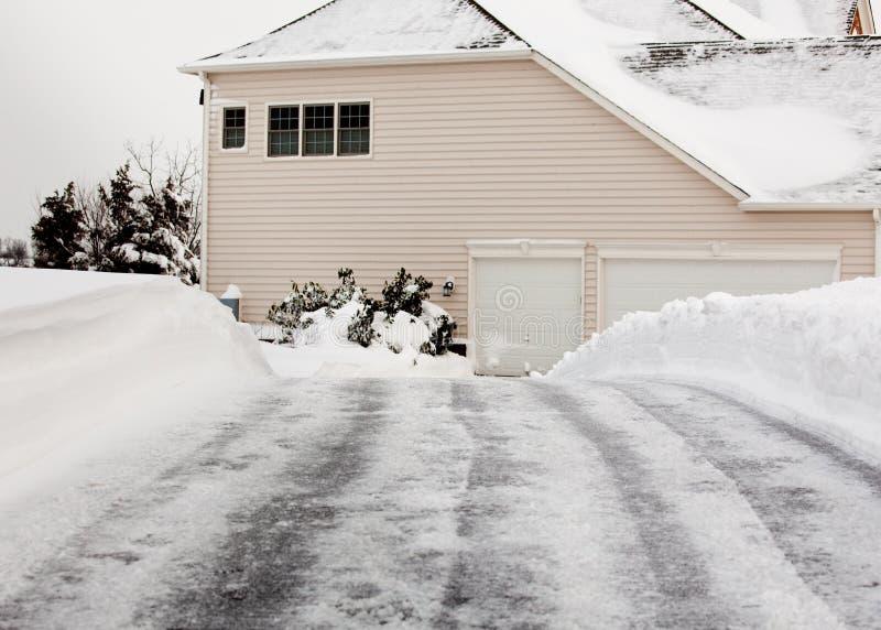 Lege aandrijving die van sneeuw wordt ontruimd royalty-vrije stock foto's