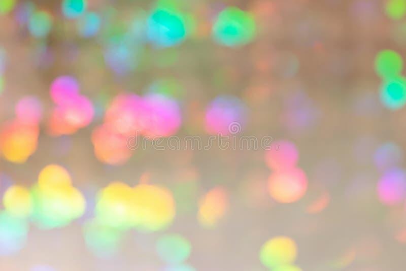 Lege abstracte achtergrond voor lay-outs Op een lichte beige achtergrond zijn er heel wat multi-colored vlekken in onduidelijk be stock fotografie