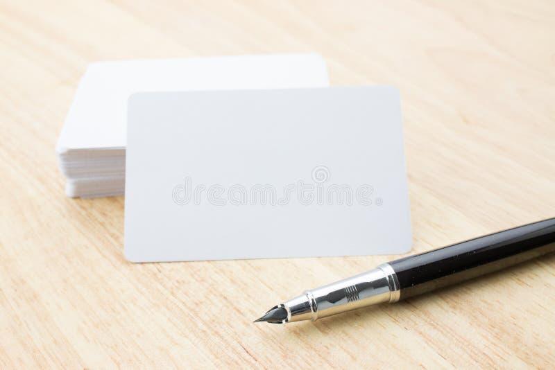 Lege Adreskaartje en Pen royalty-vrije stock foto's