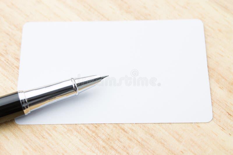 Lege Adreskaartje en Pen stock afbeeldingen