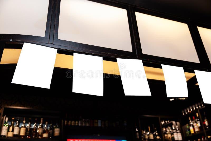 Lege advertentiespot op kader op de vage achtergrond van de bar - Lege ruimte voor reclame royalty-vrije stock fotografie