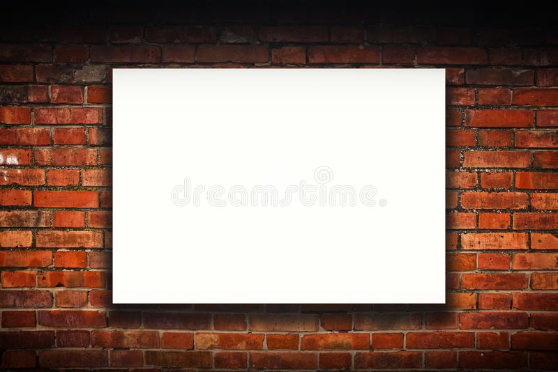 Lege affiche op oude bakstenen muur stock fotografie